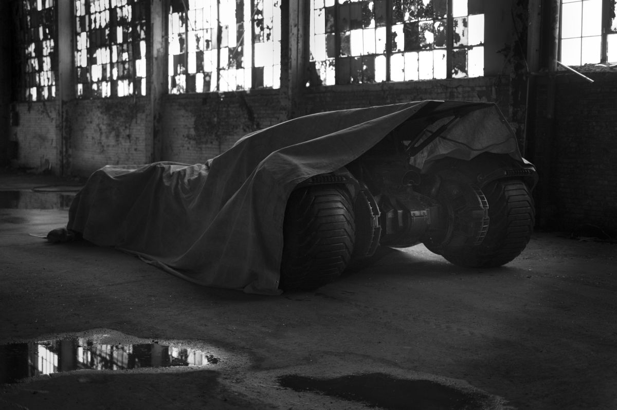 """Batman vs. Superman"" Batmobile Revealed Tomorrow, Zack Snyder Teases"