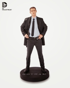 Gotham-TV-Gordon-Statue-b1d0e